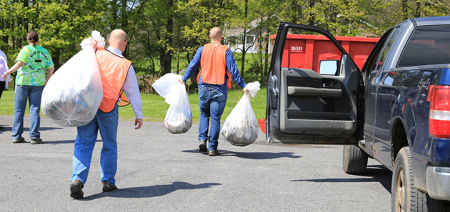 Golden Artist Colors and staff clean-up community for Earth Day