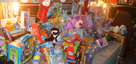 Nina's Pizzeria holding Toys for Tots donation drive