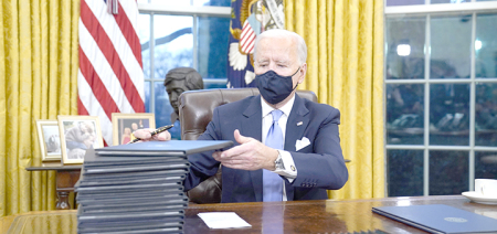 Biden to sign virus measures, requires mask use to travel